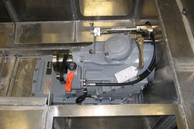 Een 250 pk sterke Steyer MO256 K43 dieselmotor is onderdeel van de aandrijving.